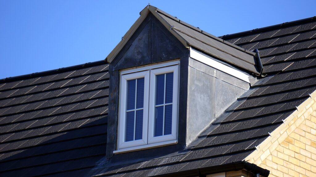 natryskowe malowanie dachu pistoletem